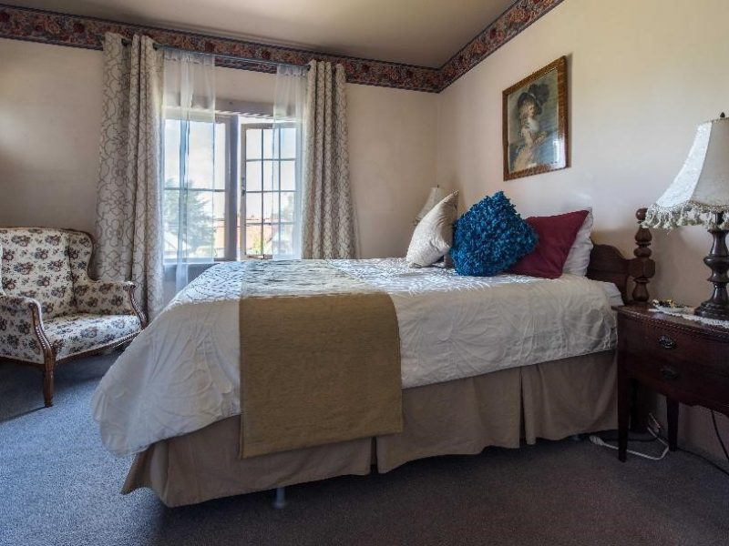 The Newport Guestroom